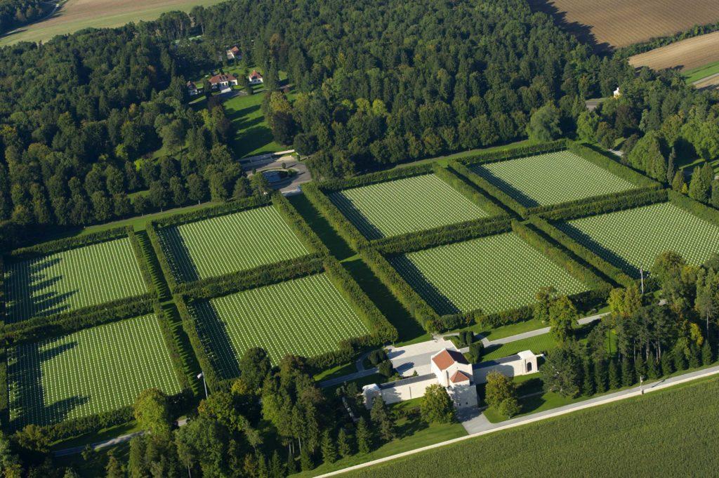 Vue aérienne du cimetière américain de Romagne sous Montfaucon Argonne Meuse