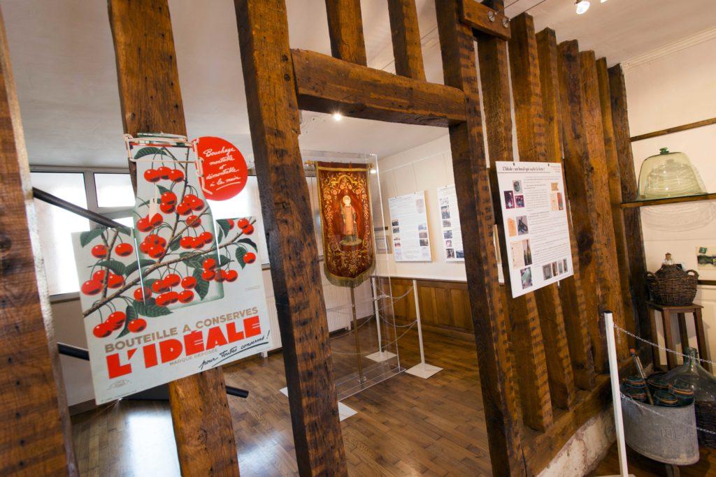 Intérieur de l'exposition du verre à Les Islettes Argonne Meuse