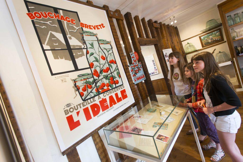 Exposition du verre d'Argonne Les Islettes Argonne Meuse
