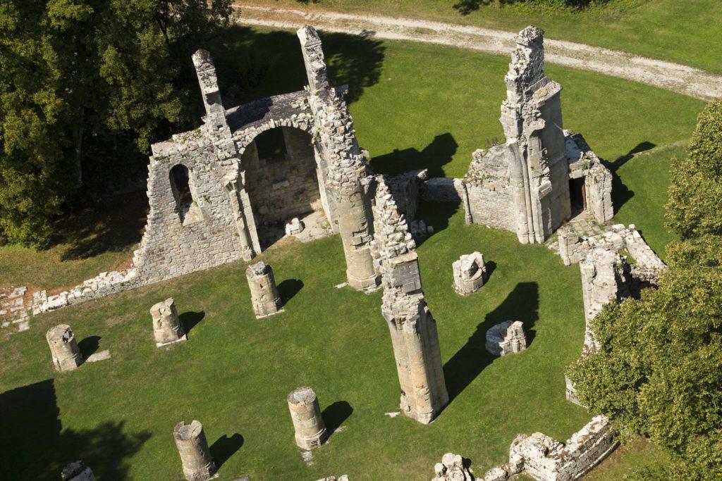 Vue des ruines de la collégiale Saint-Germain depuis la plateforme de la tour américaine de Montfaucon d'Argonne Meuse