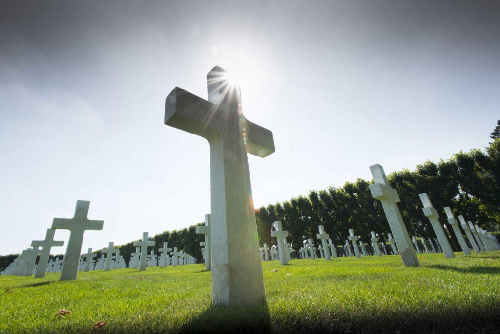 Des milliers de tombes en marbre de Carrare dans le cimetière américain de Romagne sous Montfaucon Argonne Meuse