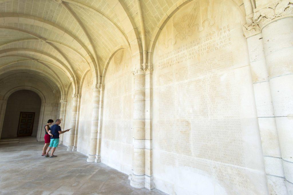Le mur des disparus au cimetière américain de Romagne sous Montfaucon Argonne Meuse