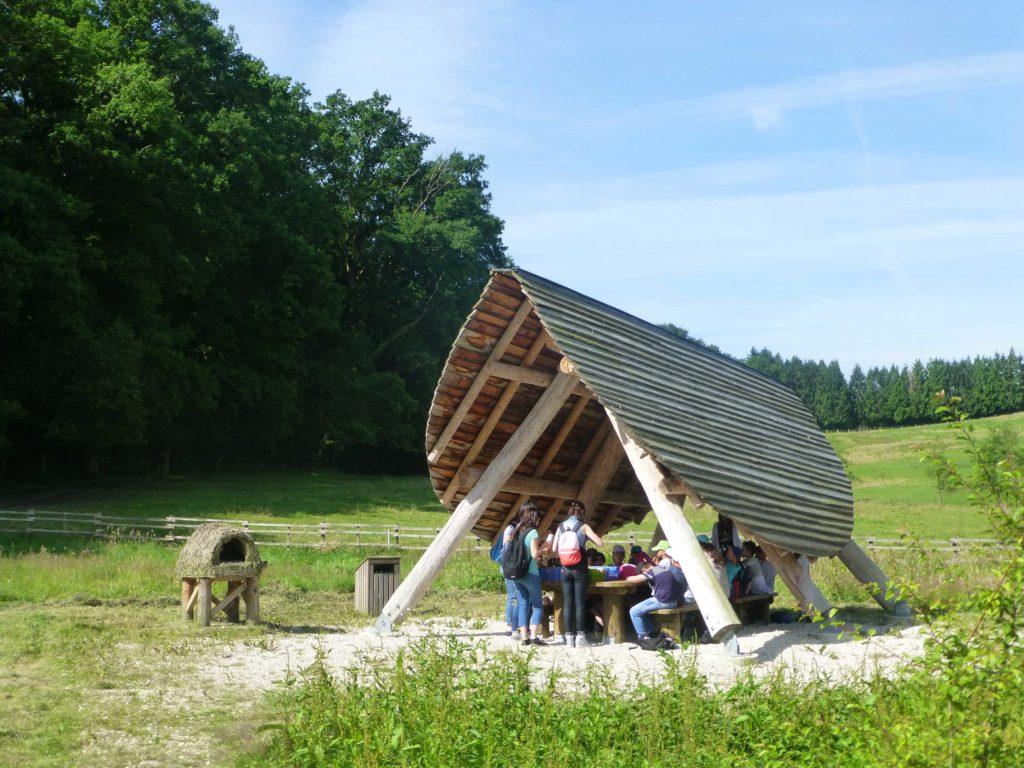 L'aire de pique-nique à la ferme de la hardonnerie à Vauquois Argonne Meuse