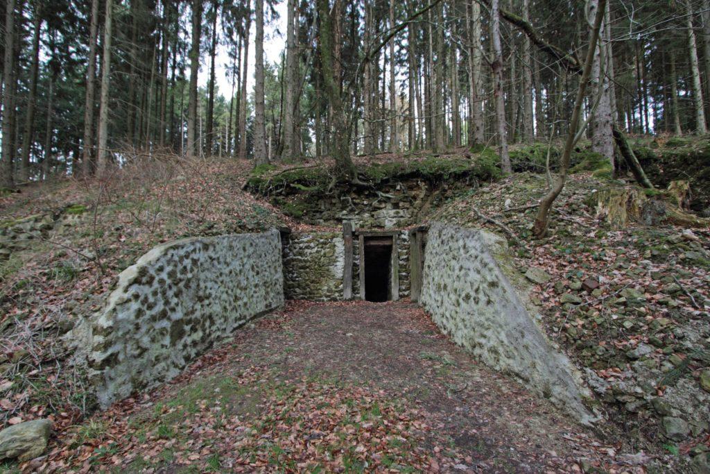 Entrée d'un abri-caverne sur le site du Ravin du Génie Argonne Meuse